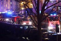 """""""Spanilá jízda"""" vozů záchranného systému Litovlí k ukončení dvoutýdenní karantény, neděle 29. března 2020"""
