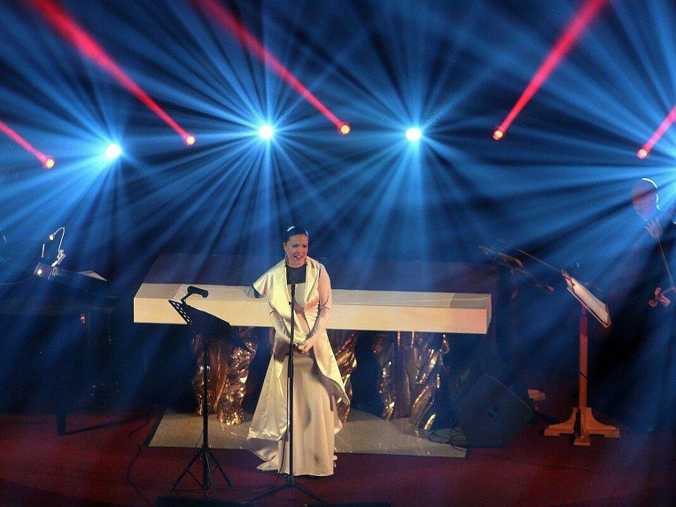 Adventní koncert finské zpěvačky Tarji v chrámu Panny Marie Sněžné v Olomouci.