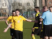 Fotbalisté Nových Sadů (ve žluto-černém) podlehli Rosicím 1:4.