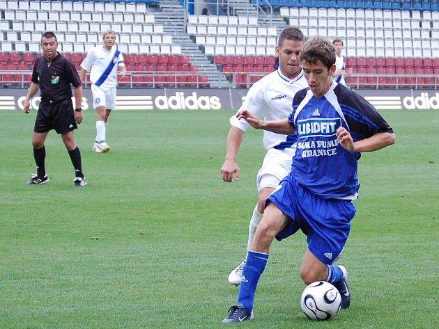 Tomáš Hořava s míčem.