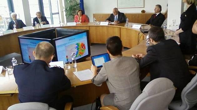 Prezident Klaus na setkání se starosty obcí postižených povodní v budově Regionálního centra v Olomouci