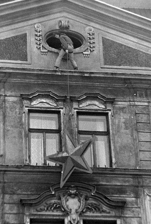 Odstraňování symbolů komunismu z olomouckých domů