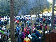 Silvestra na Kamenné boudě u Velkého Újezda si užívaly skoro tři tisíce lidí