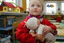 Malá Ema na zápisu do školky v olomoucké Dělnické ulici.