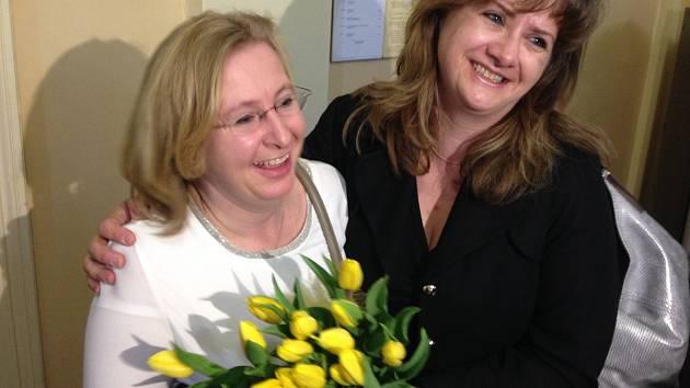 Učitelka Vanda Fabianová (vlevo), která dostala okamžitou výpověď kvůli podezření ze sexuálního obtěžování prvňáčků na škole v přírodě,  uspěla se žalobou u olomouckého okresního soudu