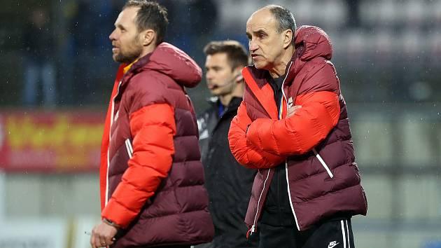 Trenér AC Sparta Praha Václav Kotal a asistent Michal Šmarda (vlevo)
