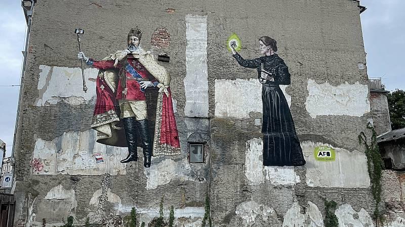 Král Eduard VII. se selfie tyčí a Marie Curie Skłodowská, Denisova ulice. Autoři Mr. Dheo a Oliver Heller