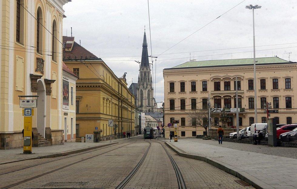 Centrum Olomouce, sobota dopoledne 13. března 2012. Náměstí Republiky