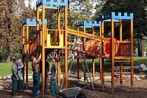 Stavba dětského hřiště v Asoparku u ulice Na střelnici