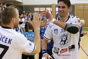 David Juříček se zdraví s fanoušky