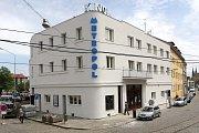Kino Metropol po rekonstrukci fasády a s novým nápisem