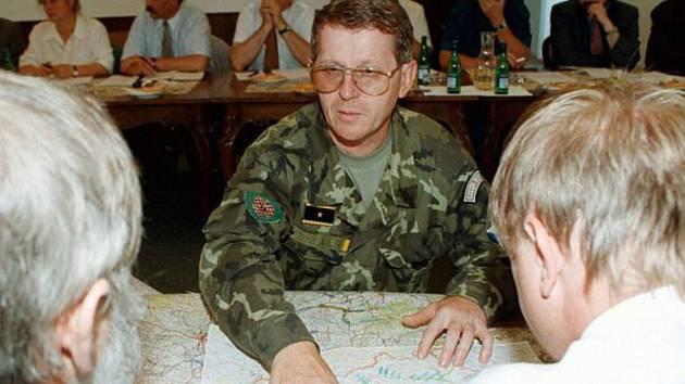 Velitel 2. armádního sboru se sídlem v Olomouci a šéf ozbrojených složek v krizovém štábu Ústřední povodňové komise Petr Voznica.