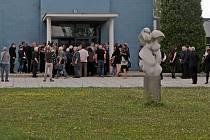 S dlouholetým členem olomoucké činohry, filmovým, televizním a divadelním hercem Františkem Řehákem se v úterý loučili jeho nejbližší a přátelé v obřadní síni olomouckého krematoria.