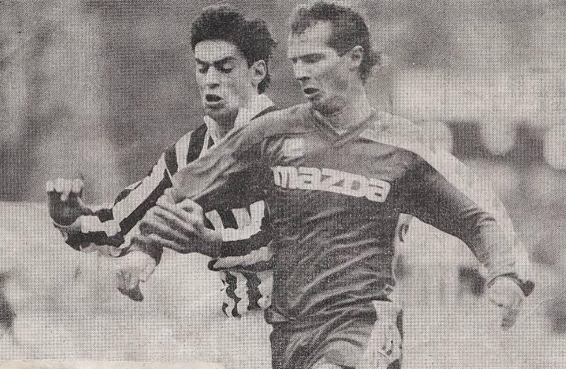 Radoslav Látal v dresu Sigmy zápase s Juventusem na podzim 1992. Ve 3. kole Poháru UEFA nestačila Olomouc na italského giganta (1:2 doma, 0:5 venku).