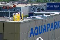 Olomoucký aquapark a část sousedního Retail parku Haná. Ilustrační foto.