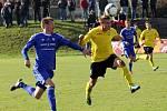 Fotbalisté Sigmy Olomouc B (v modrém) porazili v zápase 14. kola MSFL Hlučín 2:1.