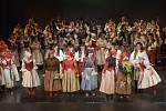 Folklorní soubor Haná Velká Bystřice oslavil v sobotu čtyřicet let od založení dvouhodinovým vystoupením v Moravském divadle Olomouc.
