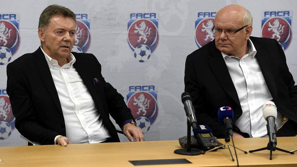 Zleva II. místopředseda FAČR za Čechy Roman Berbr a I. místopředseda za Moravu Zdeněk Zlámal