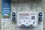 V obcích mikroregionu Šternbersko vybudovali síť nabíjecích stanic pro elektrokola. Na snímku zásuvky v Bohuňovicích, 22. května 2021