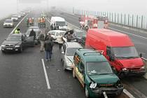 Hromadná havárie ochromila obchvat kolem Olomouce.