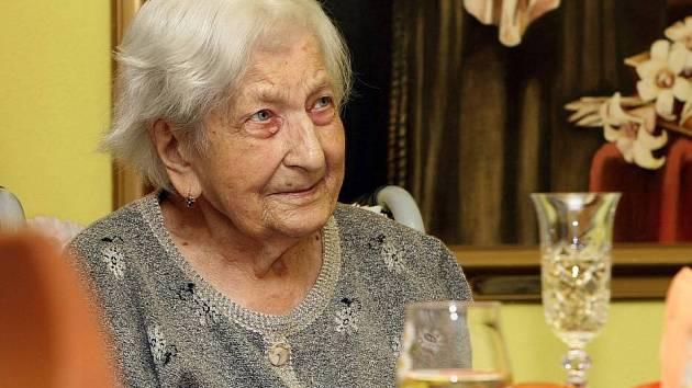 Paní Marie Schiefersteinová oslavila na Hrubé Vodě 100. narozeniny