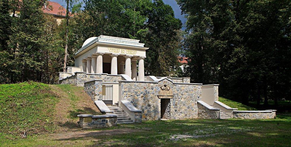 Nově opravené Jihoslovanské mauzoleum v Bezručových sadech v Olomouci. 14.8.2019