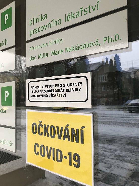 Očkovací místo ve Fakultní nemocnici Olomouc.