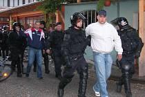 Ačkoliv byli fanoušci Sigmy napadeni, policie nakonec odvedla dva z Olomoučanů.