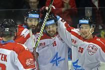 Olomoučtí hokejisté slaví gólovou trefu ve čtvrtfinále s Plzní