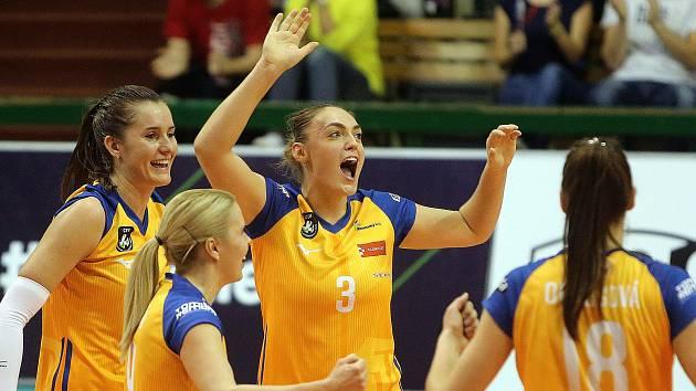 Veronika Trnková (uprostřed)