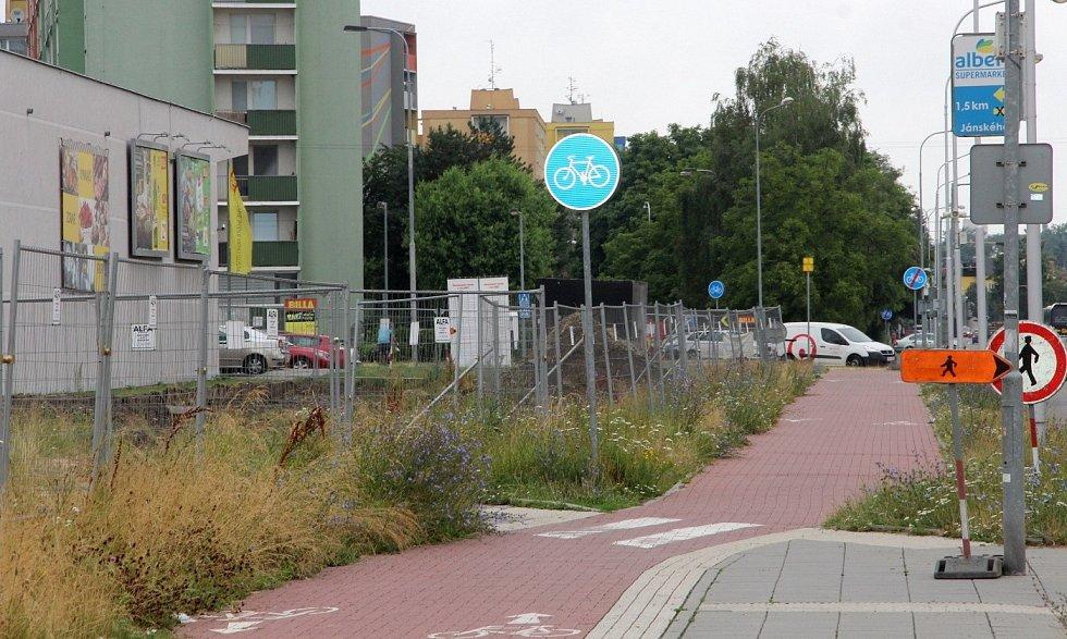 Schweitzerova ulice. Stavba tramvajové trati přes Nové Sady, 12. července 2021