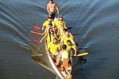 Posádky dračích lodí se celý den proháněly po řece Moravě v Olomouci.