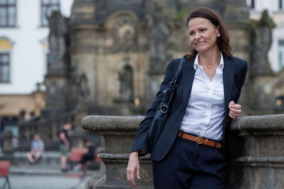Komisařka Marie Výrová (Klára Melíšková). Živé terče - z cyklu ČT Detektivové od Nejsvětější Trojice