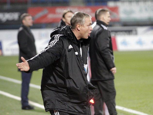 Fotbalisté Sigmy Olomouc (v modrém) porazili Slovácko 2:0. Václav Jílek