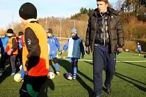 Zdeněk Grygera na tréninku s malými fotbalisty