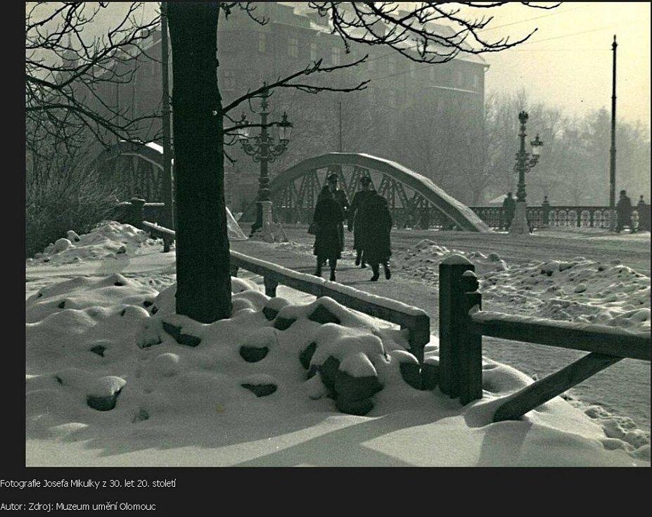 Most na dnešní Masarykově třídě v dobách německého protektorátu. Foto Josefa Mikulky