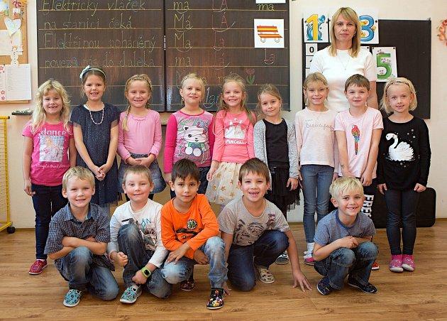 Žáci 1.třídy ZŠ a MŠ Medlov spaní učitelkou Ivanou Lachnitovou