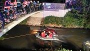 Auto skončilo v Mlýnském potoce v olomouckém parku