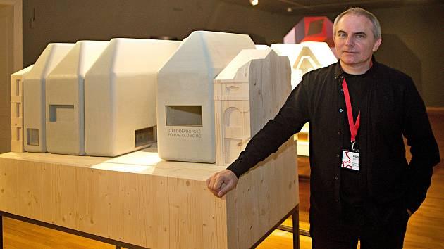 Architekt Jan Šépka na představení trojrozměrného modelu svého návrhu SEFO v září 2018