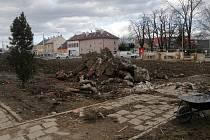 Rooseveltova ulice, po demolici domu. Příprava na stavbu prodloužení tramvajové trati přes Nové Sady, 12. března 2021