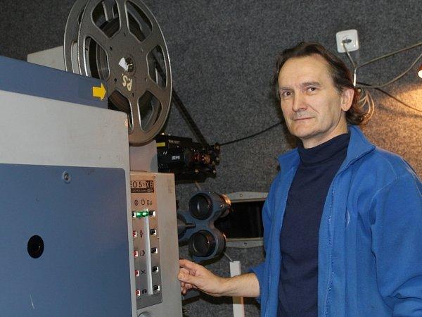 Ivan Škrovánek pracuje jako promítač volomouckém kině Metropol už přes 30let