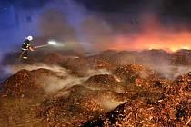Požár štěpky v Bělkovicích-Lašťanech