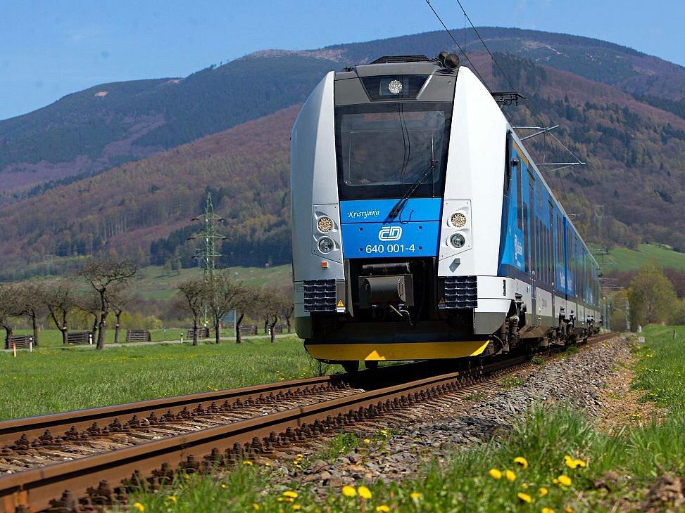 Vlak RegioPanter na elektrifikované trati Šumperk - Kouty nad Desnou