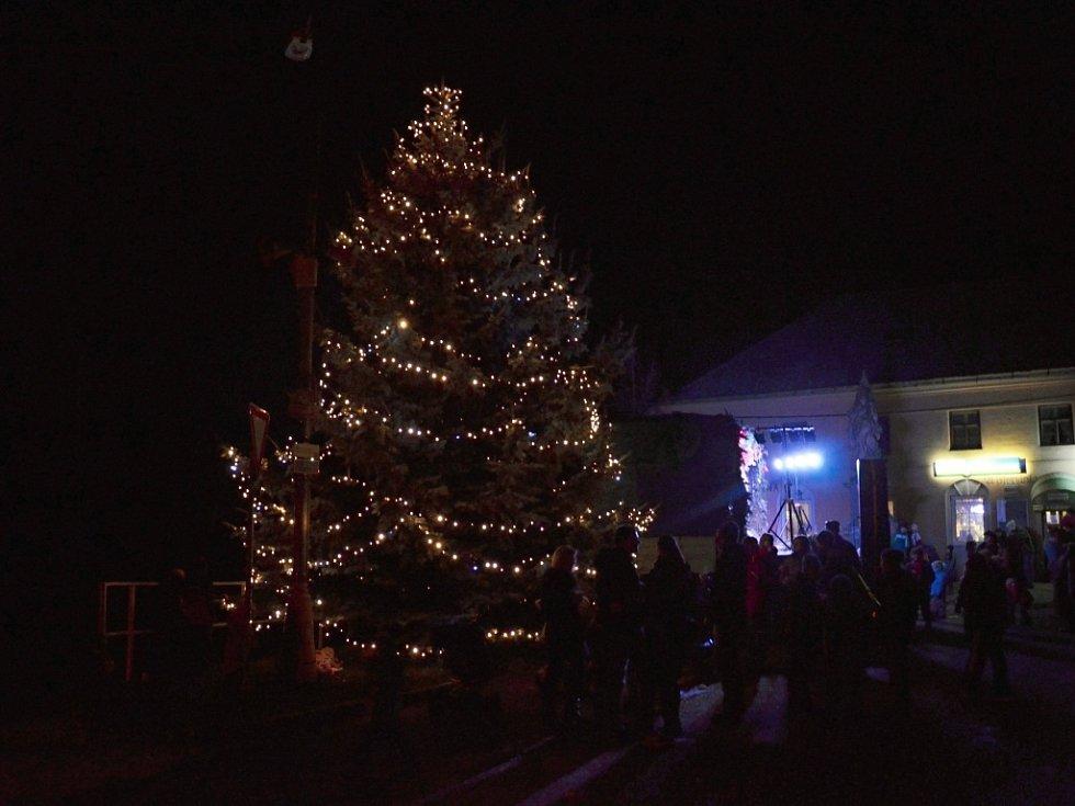 8. Náklo, vánoční strom