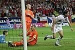 červen 2004. Vladimír Šmicer dává třetí gól do holandské sítě. Češi pod Brücknerovým vedením otočili z 0:2 na 3:2