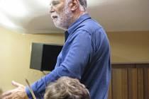 Novozálandský dirigent Gary Daverne.