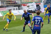 SK Sigma Olomouc - FK Teplice. Roman Hubník a Vukadin Vukadinović (vlevo).