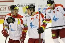 Olomoučtí hokejisté Peter Zuzin a Šimon Beták