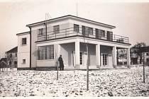 Vila významného Bílského rodáka Františka Květoně (1881–1976). František Květoň, který působil jako rakouský příslušník vzajateckém táboře ve Francii a později jako legionář, byl převzat do československé zahraniční služby. Působil především vAnglii, Ka