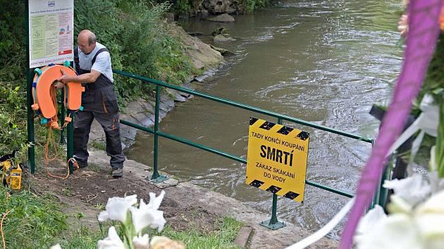 Nové varovné cedule a bezpečnostní prvky u jezu v Olomouci-Řepčíně